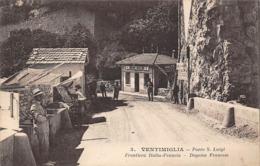 Thème:    Métier. Douanier. Frontière Franco Italienne  Ventimiglia    Gendarmes Et Douaniers  (Voir Scan) - Police - Gendarmerie