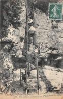 Thème:    Métier.  Douanier.  Une Capture Aux échelles De La Mort Gendarmes  Douaniers (Voir Scan) - Police - Gendarmerie