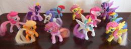 Lot De 12 Petit Poney Hasbro Fabriqués Pour Mac Donald's - Beeldjes