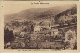 15 Vic Sur Cere  La Route De  Curebourse Et L'hotel Saint Joseph - Frankrijk