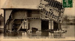 10-TROYES...INONDATIONS 1910..CHEMIN DES CHAMPS DE LA LOGE...LA MAISON WALTER QUI S'EFFONDRE..CPA.... - Troyes