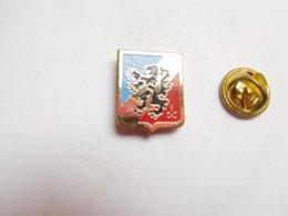 Beau Pin's , Armée Militaire , Blason , Lion Héraldique - Militaria