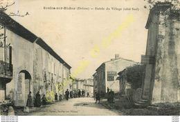 26.  SAULCE SUR RHONE .  Entrée Du Village Coté Sud . CPA Animée . - Francia
