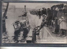 Carte Postale 75. Paris  L'accident  Du Pont De L'Archevêché Omnibus Tombé Dans La Seine  Très Beau Plan - France