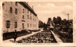 42 - NOIRETABLE - N.-D. De L'Hermitage - Le Monastère Et Les Rochers De Peyrotine - Noiretable