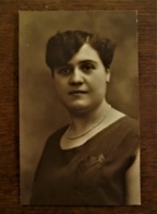 Oude Foto--postkaart  Dame In SEPIA --kleur Door Fotograaf   B.  WILLEMSEN    AALST - Personas Identificadas