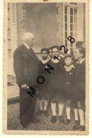 MARECHAL PETAIN ET GROUPE D' ENFANTS - PHOTO CARTE - EN L'ETAT - Guerra 1939-45