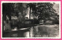 Cp Dentelée - Yvoir Le Bocq - Barque Sur L'eau - Edit. MOSA - Yvoir