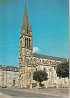 LA CHATAIGNERAIE. - L'Eglise. Voitures Années 60 - La Chataigneraie