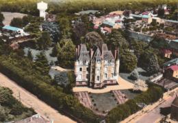 LA CHATAIGNERAIE. - Château Des Cèdres. Vue Aérienne. CPM Couleur RARE - La Chataigneraie