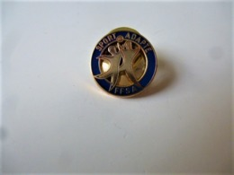 PINS FFSA  FEDERATION FRANCAISE DE SPORT ADAPTE  / Base Dorée / 33NAT - Badges