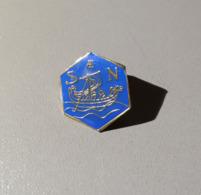 Pin's / Pins / Thème : Bateaux / S N (ou SAEN) Bateau Genre Drakkar Viking - Barcos