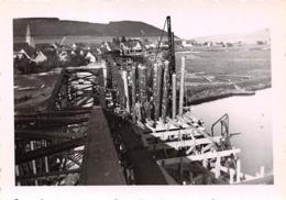 Lot De 19 Photographies De Geisingen En Mai 1945 - Pont Reconstruit Par Le Génie Français - Passage Du Train Travaux Etc - Places
