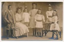 """CPA Carte-photo Portrait D'une Maman Et Ses 6 Beaux Enfants Famille """"DE VINCELLES"""" - Groupes D'enfants & Familles"""
