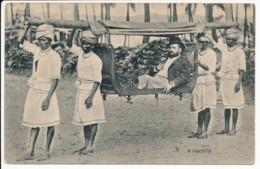CPA INDE PORTUGUAISE Carte Rare INDIA PORTUGUEZA A Machilla Chaise à Porteurs - Inde
