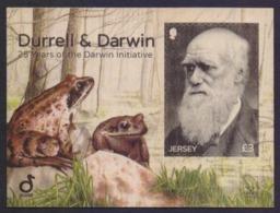 JERSEY 2017 - Durrell & Darwin, 25 Years Of The DARWIN Initiative, Unusual Odd Shape On WOOD, MNH Miniature Sheet - Jersey