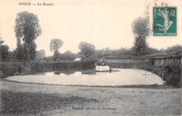 C P A 27] Eure  Iville Le Routoir Un Radeau Dans La Mare Carte Animé - Frankreich