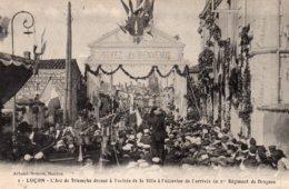 Luçon : L'arc De Triomphe Dressé à L'entrée De La Ville à L'occasion De L'arrivée Du 1e Reg.  De Dragons - Lucon