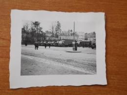 LE MANS WW2 GUERRE 39 45  SOLDATS ALLEMANDS ET VEHICULE MILITAIRE GARE PLACE DES JACOBINS - Le Mans