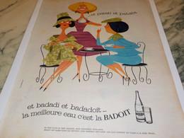 ANCIENNE PUBLICITE EAU MINERALE BADOIT  1961 - Posters