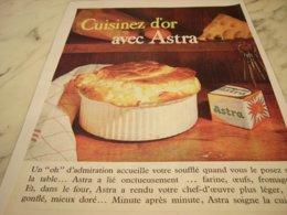 ANCIENNE  PUBLICITE CUISINEZ D OR AVEC ASTRA  1961 - Posters