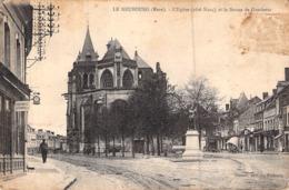 C P A 27] Eure  Le Neubourg L'église Et La Statue De Gambetta - Le Neubourg
