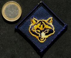 SCOUTISME - Petit écusson Des Scouts Louveteaux De Belgique - Blazoenen (textiel)