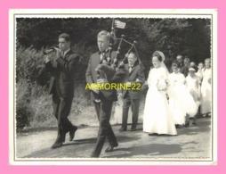 PHOTO De MUSICIEN  BRETON  Au Cortege D Un   Mariage, - Personnes Anonymes