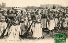- CAMP De CHALONS - Les Zouaves Le Sac Au Dos  (gros Plan)  -20230- - Camp De Châlons - Mourmelon