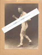 """Photo Sur Carton ( +/- A4 ) Du Boxeur """"Petit Biquet """"avec Dédicace - Boxe, Sportif En Maillot Torse Nu,..1927.(b264) - Sports"""