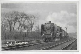 AK 0332  Dampfeisenbahn ( Ich Komme ) - Ostalgie , DDR Ca. Um 1950 - Eisenbahnen