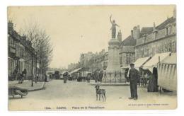 CPA 58 COSNE PLACE DE LA REPUBLIQUE - Cosne Cours Sur Loire