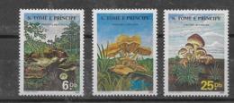 Serie De Santo Tomé Nº Yvert 835/37 ** SETAS (MUSHROOMS) - Sao Tome And Principe
