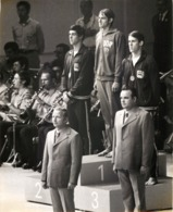 OLYMPIC GAMES MÜNCHEN JEUX OLYMPIQUES MUNICH 1972 VICTORY CEREMONY SWIMMING ROLAND MATES MIKE STAMM JOHN MURPHY - Sports