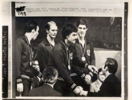 OLYMPIC GAMES MÜNCHEN JEUX OLYMPIQUES MUNICH 1972 U.S. SWIMMING MARK SPITZ MEDAILLE D'OR NATATION - Sports