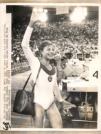 OLYMPIC GAMES MÜNCHEN JEUX OLYMPIQUES MUNICH 1972 15 YEAR OLD OLGA KORBUT GYMNASTIC RUSSIAN - Deportes
