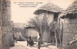 GUINEE FRANCAISE COUR INTERIEURE D'UN TATA 33(scan Recto-verso) MA089 - Guinea Francesa