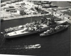 PHOTO  BATEAUX  MILITAIRES Dans Un Port à Situer RV - Barche