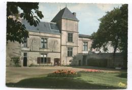 CPm 39 : COULONGES Sur LAUTIZE   Hotel De Ville   A   VOIR  !!!! - Coulonges-sur-l'Autize