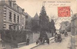 COTES D'ARMOR  22  GUINGAMP - LA RUE SAINT NICOLAS - Guingamp