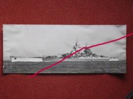 Grande Photographie D'un Ou Deux Bateaux De La Marine Nationale Cuirassé RICHELIEU - Bateaux