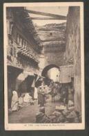 Maroc. Fès. Le Souk Du Talâa (Montée). En Haut à Gauche, Les Timbres (Horloge) De Bou-Anania. (Fenêtres).  Animation. - Monuments