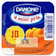 "Opercule Cover Yaourt Yogurt "" Danone "" - A Mini Prix - Arabic Script Abricot Yoghurt Yoghourt Yahourt Yogourt - Opercules De Lait"