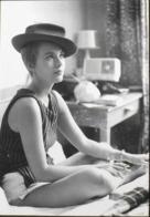 """CPM. > Artistes > Collection Cinéma N° CF 85 - J. SEBERG Dans Le Film """"A Bout De Souffle"""" - J-L. GODARD 1960 - TBE - Entertainers"""