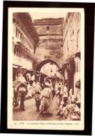Maroc. Fès. Le Souk Du Talâa (Montée). En Haut à Gauche, Les Timbres (Les 13 Horloges) De Bou-Anania. Animation. - Monuments