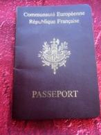 FRANCE PASSEPORT PASSPORT Perimé C. D. Né 1949-CHOISY-LE-ROY-FISCAL 200F X 2 DÉLIVRÉ 1998 VISAS FISCAUX ALGÉRIE - Documenti Storici