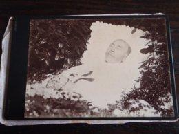 RARE PHOTO VILLOTTE DEVANT LOUPPY 1889 ONESIME FORGET SUR SON LIT DE MORT. ANCIEN DIRECTEUR DE L'ECOLE ROLLIN - Fotos