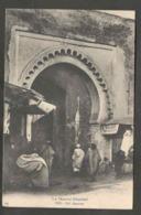 Maroc. Fès. Grande Porte. Bab Semmarine. Ruelle. Animation. - Monuments