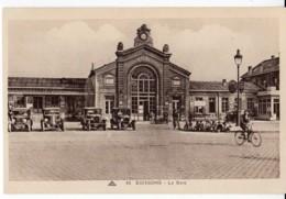 SOISSONS 02 Aisne LA GARE Neuv, Velo, Voiture Vintage Dont Renault - Soissons