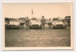 WWII  FOTO 9 X 6 CM -  TANKS  - ( J-G) KOMP.INF.- REGT.11  ZIE 2 SCANS - Guerre 1939-45